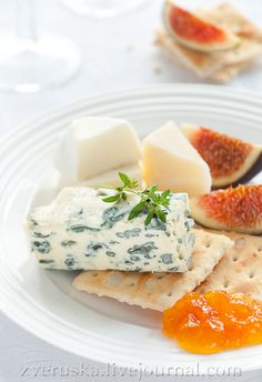 Yuummmm not a recipe but looks delicious- blue cheese, figs, marmalade