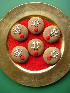Christmas Cutout Cookie Recipe, Christmas Party Food, Christmas Sugar Cookies, Xmas Food, Christmas Gingerbread, Christmas Candy, Christmas Desserts, Christmas Baking, Cut Out Cookie Recipe