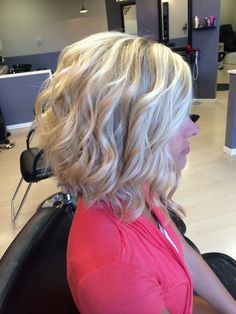 Platinum hi-lites along with an A-line stacked bob. #hairbykaitdonnelly @hairbykaitdonnelly
