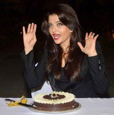 Aishwarya Rai Bachchan celebrates birthday with media and fan