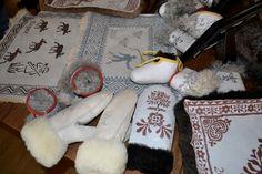 DSC_0203 Sheepskin Rug, Shag Rug, Mittens, Moccasins, Fiber, Snoopy, Textiles, Crafty, Logo