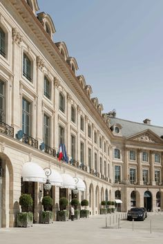 To celebrate its anniversary: 10 Facts You Need to Know about the incredible Luxury Hotel Ritz Paris! Most Luxurious Hotels, Best Hotels, Luxury Hotels, Luxury Bar, Top Hotels, Modern Luxury, Luxury Travel, Rue Rivoli, The Ritz Paris