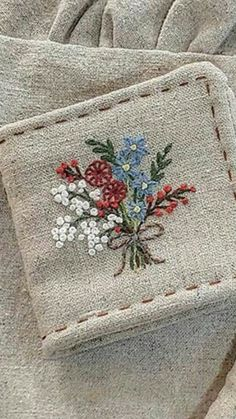 Creative Embroidery, Embroidery Art, Embroidery Stitches, Embroidery Patterns, Needle Case, Linens And Lace, Cute Pins, Vintage Crafts, Pin Cushions