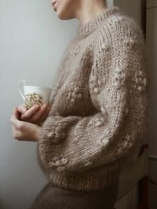 Sweater No. 2 is a chunky sweater with small, feminine bubbles, as the little extra touch. The sweater can be knit with either long or short sleeves – both fluffy – and beautiful ribbed hems. Sweater Knitting Patterns, Knitting Designs, Crochet Designs, Knit Patterns, Baby Knitting, Knit Fashion, Knitwear, Lingerie, Sweaters