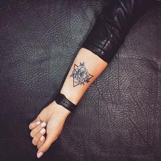 Tatouage Rose Poignet Elles Poussent Sur La Peau Tattoos