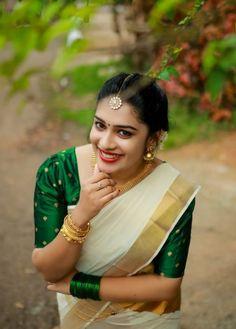 Set Saree, Saree Dress, India Beauty, Asian Beauty, Onam Saree, Kerala Saree Blouse Designs, Indian Girl Bikini, Dresses Kids Girl, Girls