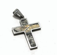 This Realtree camo cross is stylish and simple and made just for the true hunters out there! This meausres approx 1 inch by 1 and a half inches and it is made from Titanium. (What Is Your Favorite Addiction) Baby Girl Camo, Camo Baby Stuff, Camo Jewelry, Jewlery, Pink Leather, Leather Cord, Camo Guns, Mossy Oak Camo, Camo Outfits