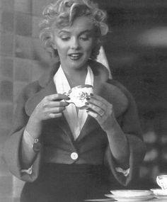 Marilyn Monroe tea time!