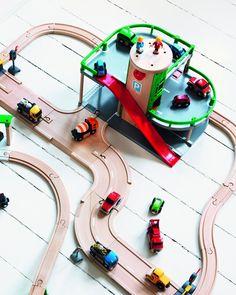 Brio - 33204 - Jeu de Construction - Garage Rail / Route: Amazon.fr: Jeux et…