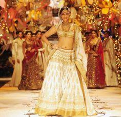 India Bridal Fashion Week 2013 – Rohit Bal - Bollywood celebrity Sonam Kapoor in gorgeous gold lehenga