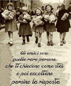In dialetto siciliano si dice: Amici e guardati~~~Here we are again girls:-) Italian Phrases, Italian Quotes, Jolie Phrase, Foto Poster, Italian Language, Beautiful Words, Decir No, Quotations, Me Quotes