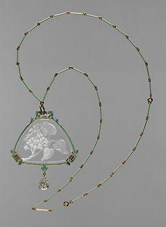 Lalique pendant and chain | Gold, enamel, glass, diamonds | c. 1905