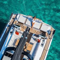 Awesome top-down shot of the cockit of a Bénéteay Oceanis Yacht 62.⛵️⚓️ - Follow for more beautiful sailingphotography!!! -  by @beneteau_official - #sailingphotography #sailing #blackedout #yachtlife #yacht #carribean #sailingboat #regatta #water #blue #navalarchitecture #naval #sailingstyle #sailinglife #sailuniversedaily #yachtracing #regattas #sailracing #sailors #sailor #photography #photo #bateau #voile #beneteau