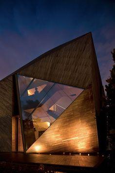 Diamond House by Alan Tay of Formwerkz Architects, Singapore