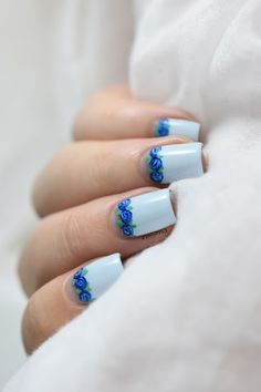 Nailstorming - Copieuse ! - blue floral half moon nail art