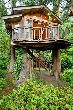 Like the wrap around balcony 12 Modern Tree House Designs Modern Tree House, Cabin In The Woods, Tree House Designs, Little Houses, Dream Garden, Play Houses, Dream Houses, Future House, Tiny House