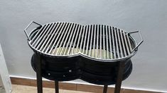 Grill from Car rims DIY / Grătar facut din jante auto. Homemade Grill, Diy Grill, Barbecue Design, Grill Design, Rims For Cars, Car Rims, Metal Projects, Welding Projects, Metal Fabrication Tools