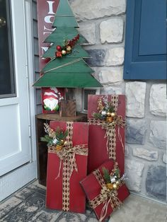 Christmas Wood Crafts, Farmhouse Christmas Decor, Noel Christmas, Outdoor Christmas Decorations, Country Christmas, Christmas Projects, Holiday Crafts, Christmas Porch Ideas, Primitive Christmas Decorating