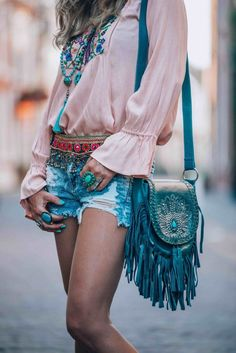 Little boho bag boho gypsy, hippie bohemian, hippie chic, boho style, gypsy Look Hippie Chic, Gypsy Style, Boho Gypsy, Bohemian Style, Boho Chic, My Style, Hippie Bohemian, Gypsy Cowgirl, Girl Style