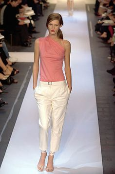 Narciso Rodriguez | Spring 2000 Ready-to-Wear | 30 Pink asymmetrical shoulder top and white belted cropped trousers