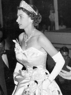 young and beautiful Queen Elizabeth II Die Queen, Hm The Queen, Her Majesty The Queen, Royal Queen, Young Queen Elizabeth, Princess Elizabeth, Princess Margaret, Princesa Diana, Kate Middleton