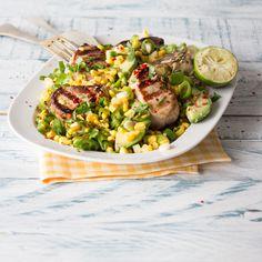 Das Rezept für Schweinefilet mit Chili-Limetten-Marinade und Maissalat und weitere köstliche Rezepte findest du im Springlane Magazin.