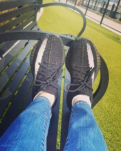 Adidas Yeezy Boost 350 V2 New York Fashion, Runway Fashion, Fashion Models, Fashion Shoes, Fashion Tips, Street Fashion, Women's Fashion, Fashion Trends, Paris Fashion