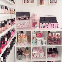 Most Popular Diy Makeup Vanity Desk Thrift Stores Ideas Vanity Makeup Rooms, Make Up Desk Vanity, Closet Vanity, Vanity Room, Makeup Vanities, Vanity Desk, Bathroom Vanities, Makeup Beauty Room, Beauty Room Decor