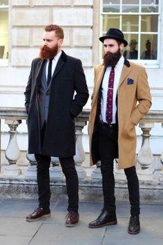 Tenue: Pardessus brun clair, Blazer bleu marine, Chemise de ville blanc, Jean skinny noir