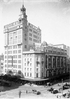 Murdoch's Department Store (later Waltons) opposite Town Hall, Photo from State Library of NSW. Great Photos, Old Photos, Vintage Photos, The 'burbs, Sydney City, Historical Images, Tasmania, East Coast, South Wales