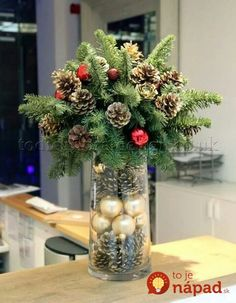 Below are the Christmas Table Centerpieces Decoration Ideas. This post about Christmas Table Centerpieces Decoration Ideas was posted under the … Christmas Flower Decorations, Christmas Flower Arrangements, Christmas Table Centerpieces, Christmas Flowers, Noel Christmas, Rustic Christmas, Christmas Projects, Winter Christmas, Christmas Wreaths