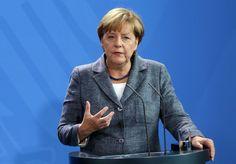 Bundeskanzlerin Angela Merkel lehnt Änderungen des Asylrechts ab. Sie spricht sich für Bekämpfung der Fluchtursachen aus.