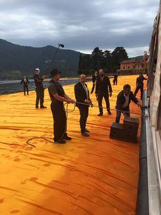 Prime foto di #TheFloaringPiers di Christo and Jeanne-Claude sul lago d'Iseo. Fotogorafie di Brescia Oggi.  Stiamo arrivando anche noi di MilanoArte!