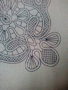 Κοντινή φωτο του τυπωμένου καμβά με το λασέ και την σταυροβελονιά,απο το σχέδιο Μερνό.