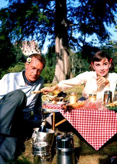 """Gary Cooper y Audrey Hepburn durante el rodaje de """"Ariane"""" (Love in the Afternoon), 1957"""