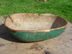 I WISH I had my grandmothers biscuit bowl.she made biscuits by hand for her family every single day she could do it with her eyes closed and they were DELICIOUSLY PERFECT! Wooden Dough Bowl, Wood Bowls, Primitive Antiques, Country Primitive, Vintage Bowls, Vintage Green, Dough Box, Primitive Colors, Butter Molds