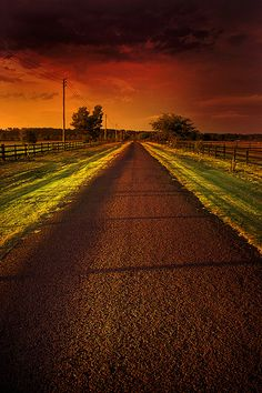 Sunset or Sunrise Beautiful Photos Of Nature, Beautiful Sunset, Beautiful Places, Aesthetic Photography Nature, Nature Photography, Photography Tips, Sunset Pictures, Barn Pictures, Sunrise Photography