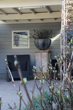 contemporary column (wooden perhaps?) with bowl - garden sculpture