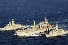 Anzac-class Frigates HMAS Arunta and HMAS Perth conduct a dual Replenishment at Sea with HMAS Sirius during Exercise Talisman Sabre Australian Defence Force, Royal Australian Navy, Navy Man, Armada, Navy Ships, Military Weapons, Aviators, Coast Guard, War Machine