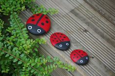 Small ladybirds to sow everywhere in the garden - Dyi Garden Ideas, Rock Crafts, Diy And Crafts, Diy For Kids, Crafts For Kids, Land Art, Garden Deco, Stone Painting, Rock Painting