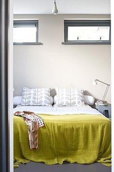 Lovely pop of colour that you can change out depending on your mood! interiors-porn:  via vtwonen