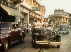 Fotos tomadas por la Avenida Central, Ciudad Panamá, en la década de 1940. #panama @PaViejaEscuela