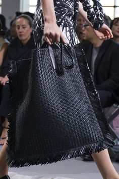 Michael Kors Collection Spring 2018 Fashion Show Details Fashion News, Fashion Show, Old Wedding Dresses, Winter Baby Clothes, Luxury Purses, Michael Kors Collection, Knitted Bags, Beautiful Bags, Timeless Fashion