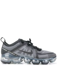 Shop online Nike VaporMax 2019 sneakers as well as new season, new arrivals daily. New Nike Shoes, Running Shoes Nike, Nike Air Max, Moda Sneakers, Logo Nike, Lit Shoes, Boho Shoes, Casual Shoes, Popular Sneakers