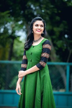 VJ Akshayaa photoshoot stills. Akshayaa is a South Indian Model and VJ at SUN network. South Indian Models photoshoot stills. Saree Gown, Sari Dress, Anarkali Dress, Lehenga Choli, Half Saree Designs, Blouse Designs, Lehenga Designs, Dress Designs, Mode Bollywood