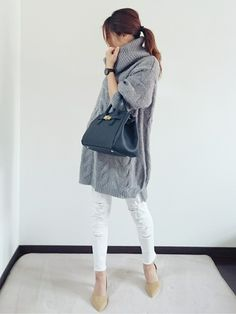 Like this kind of sweater dress! Fashion Over 40, Daily Fashion, Love Fashion, Girl Fashion, Fashion Outfits, Womens Fashion, Fashion Trends, Japanese Fashion, Asian Fashion