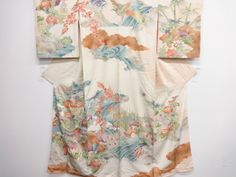 アンティーク 孔雀に竹・梅・菊・花模様刺繍着物