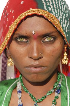 Stock Photography image of Stunning green eyes of a Rajasthani desert . We are beautiful. Beautiful people of the world. Pretty Eyes, Cool Eyes, Amazing Eyes, Beautiful People, Beautiful Women, Most Beautiful Eyes, Beauty Around The World, World Cultures, Interesting Faces