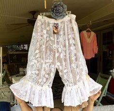 Magnolia Pearl Velvet And Lace Bloomers #MagnoliaPearl #Bloomers Magnolia Pearl, Hippie Bohemian, Hippie Chic, Romantic Outfit, Shabby Chic Style, Clothes Crafts, Boho Outfits, Vintage Outfits, Night Gown