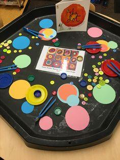 Best 10 Exploring circles Kandinsky – Page 225391156338998506 – SkillOfKing. Preschool Art, Kindergarten Activities, Toddler Activities, Preschool Activities, Preschool Shapes, Kandinsky, Creative Area, Montessori Art, Tuff Tray